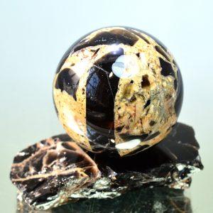 Брекчия морионовая цементированная полевым шпатом ,метаморфизировавшим в опал